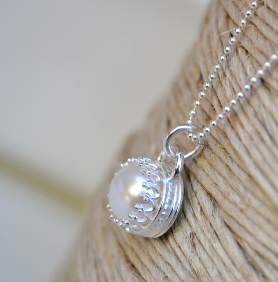 Sterling Silver & Freshwater Pearl Crown Set Necklace